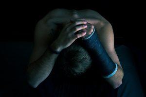 डिप्रेशन के लक्षण – हो सकती है चलने में तकलीफ