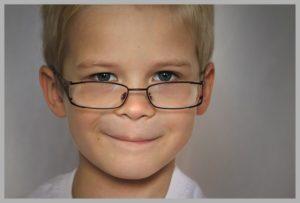 चश्मा हटाने के उपाय – ये पांच चीजे खाएं