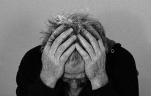 माइग्रेन में सिर दर्द दूर करने के 8 उपाय