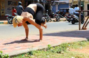 हंसासन योग की विधि और फायदे