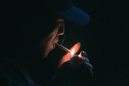 सिगरेट पीने के नुकसान - धूम्रपान से होने वाली बीमारियां