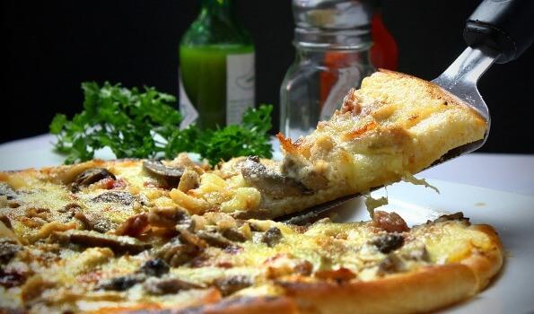 रात में देर से खाना खाने के नुकसान और उपाय