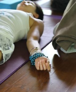 थकान दूर करने के उपाय – करें यह योग