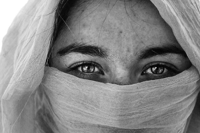 आँखों में थकान - लक्षण और उपयोगी घरेलू उपचार - eye tiredness home remedies and Exercises hindi