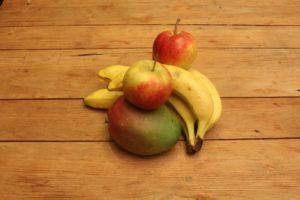सुंदर बनने के लिए करें इन फलों का सेवन