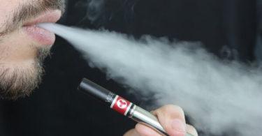 ई-सिगरेट के नुकसान जाने आपकी सेहत के लिए क्योंकि यह हानिकारक होती है आपके गुर्दे और फेफड़ों आदि के लिए, Ill effects of e cigarette in hindi.