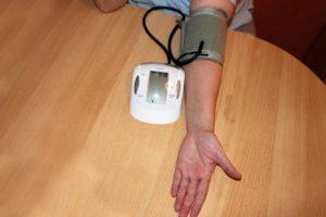उच्च रक्तचाप को नियंत्रित करने के 10 आसान टिप्स
