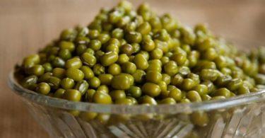 जाने हरी मूंग की दाल के फायदे के बारे में - स्किन कैंसर, वजन कम करने में, आयरन की कमी, ब्लडप्रेशर, कब्ज़ आदि में, Green gram or green moong health benefits in hindi.