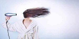 गर्मियों में बालों की देखभाल