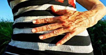 जाने पेट के संक्रमण के लिए घरेलू उपचार जैसे कि लहसुन, शहद, लौंग, हींग, हल्दी, नींबू, नीम करते हैं बहुत फायदा, stomach infection home remedies in hindi.