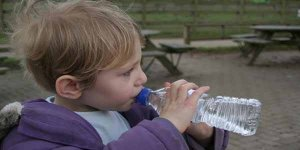 बच्चों में पानी की कमी का इलाज है यह घरेलू उपाय