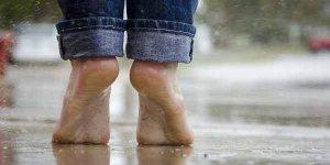 पैरों में दर्द का इलाज है यह योगासन