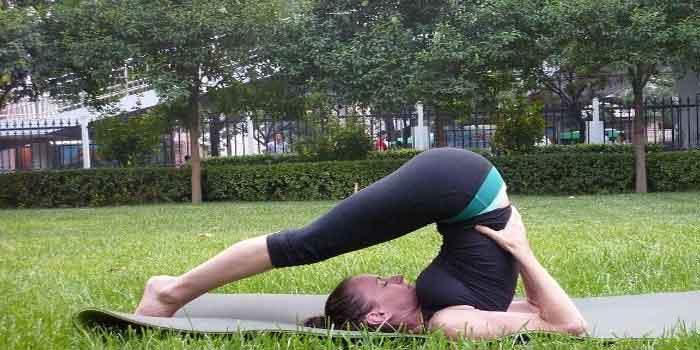 थायराइड रोग के लिए आसन Halasana yoga