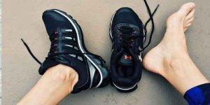 पैरों की बदबू दूर करने के 10 घरेलू उपाय