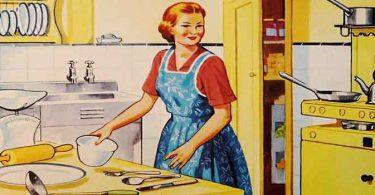 घर के काम में व्यस्थ होते की वजह से घरेलू महिलाएं वजन कम करने को लेकर ध्यान नहीं दे पाती, Weight loss tips for housewife in Hindi.