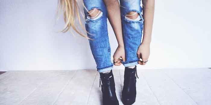 टाइट जींस पहनना आज कल के युवाओं फैशन बन चुका है, लेकिन क्या आप जानते हैं कि इससे कई बीमारी भी हो सकती है, side effects of tight jeans.