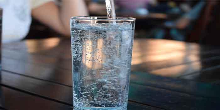 एक दिन में कितना पानी पीना चाहिए