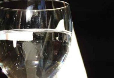 खाली पेट गर्म पानी पीने के फायदे