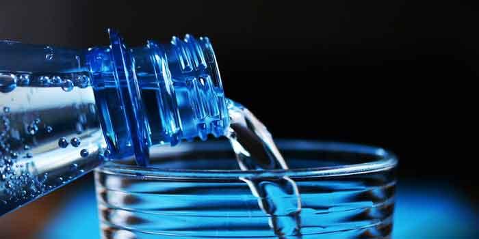 पर्याप्त मात्रा में पानी पीजिए