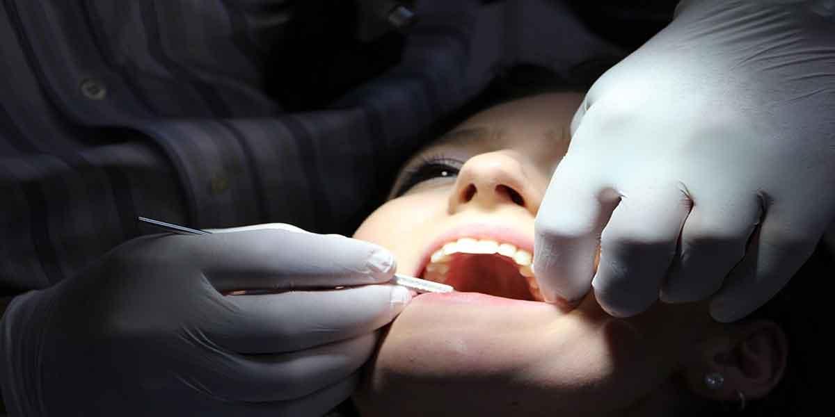 क्या है दांतों में सड़न