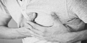 सीने के बीच में दर्द होना – क्या है कारण