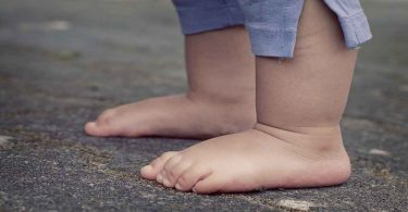 बच्चे को चलना कैसे सिखाएं