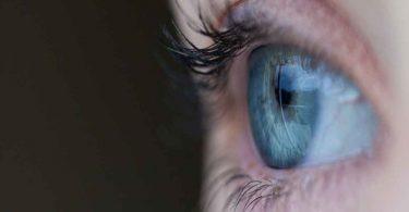 आंख के नीचे सूजन आना – क्या है कारण और उपचार