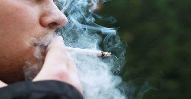 फेफड़े का कैंसर केवल धूम्रपान से नहीं ऐसे भी होता है