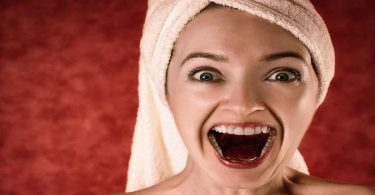 दांत सफेद करने के उपाय है ये तरीके