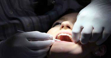 दांतों से कैविटी हटाने के असरदार घरेलू नुस्खे