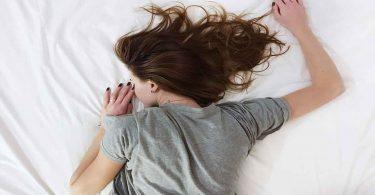 आधी अधूरी नींद लेने के नुकसान