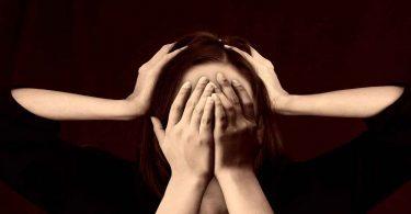 ये संकेत बताते हैं कि आप ले रहे हैं ज्यादा तनाव