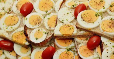 अंडे में कौन सा विटामिन पाया जाता है