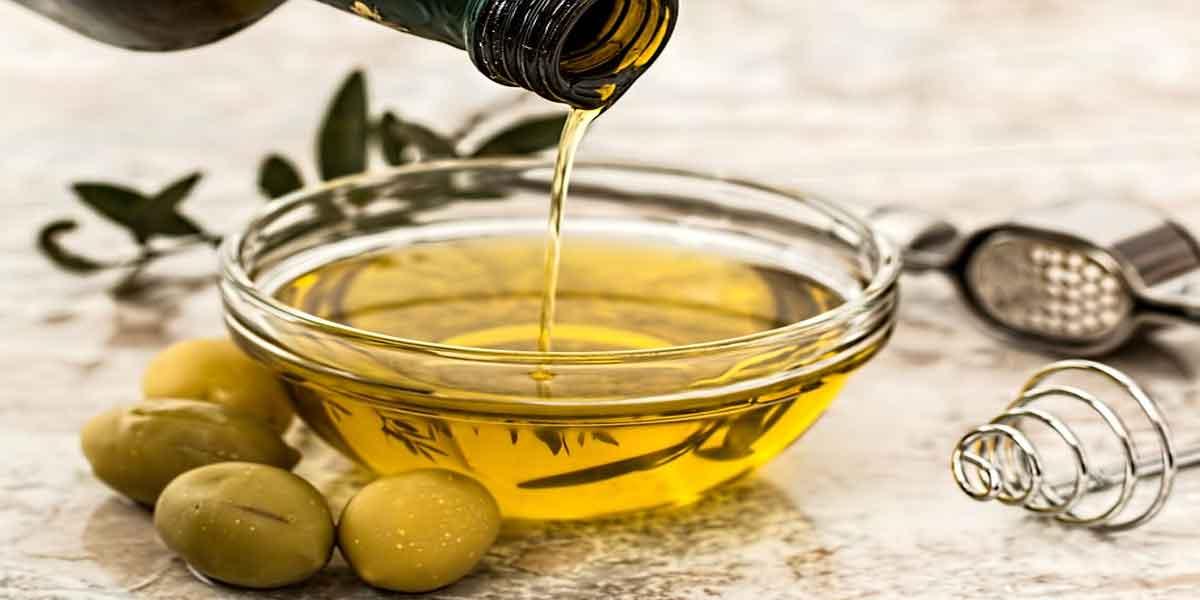 कोहनी का कालापन दूर करने के लिए जैतून का तेल
