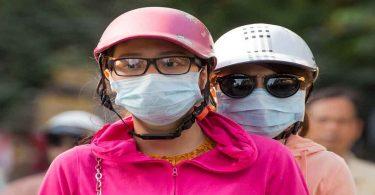 प्रदूषण की वजह से लोगों को हो रही है बीमारी