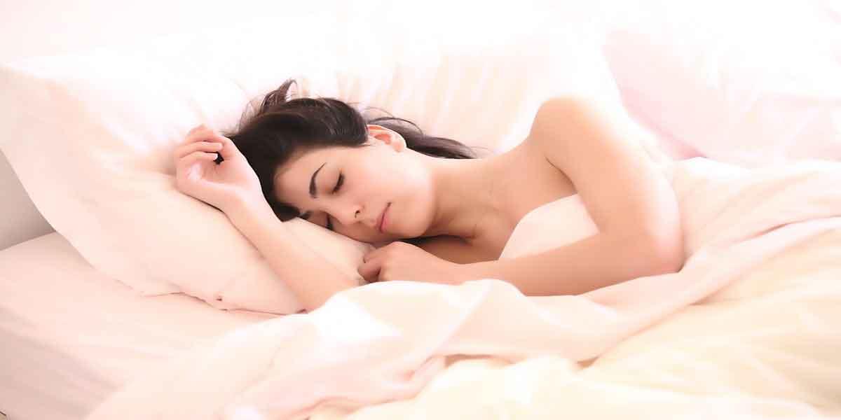 पौष्टिक आहार के साथ लीजिए पूरी नींद