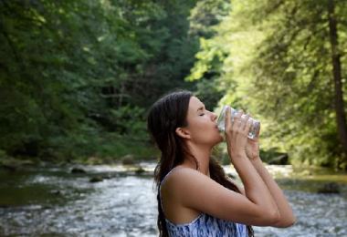 सुबह उठते ही पानी पीने से क्या होता है