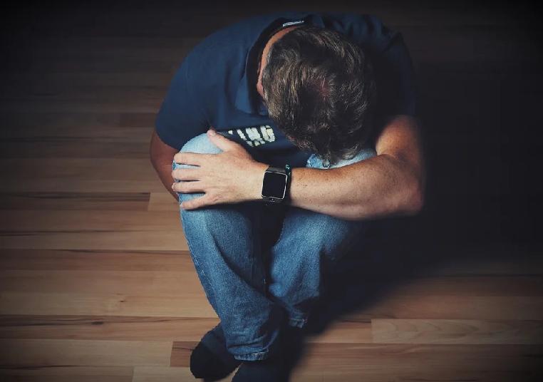 डिप्रेशन क्या है और इंसान इसमें कैसे जाता है